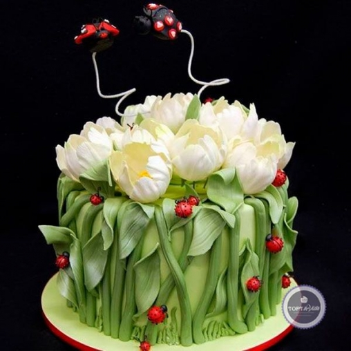 Торт для женщин Тюльпаны