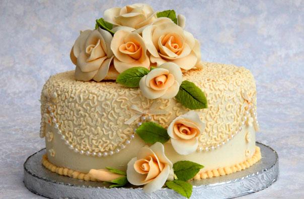 торт з мастики на день народження фото расположен